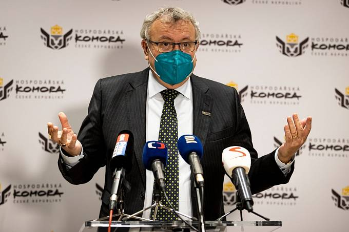 Vladimír Dlouhý kandidaturu zatím nepotvrdil, ani nevyvrátil.