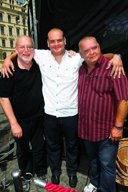 Vrodině jsou muzikanti všichni. Nafotce strýc Honza, bratr Vojta atáta František (zleva).
