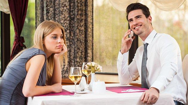 Mobily jsou metlou lidstva. Tahle schůzka asi nedopadne moc dobře.