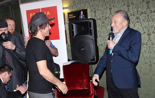 Setkal se isautorem muzikálu Čas růží Sagvanem Tofim.