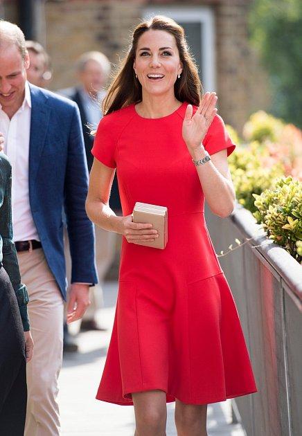 Dřív byla Kate Middletonová bez prsou…
