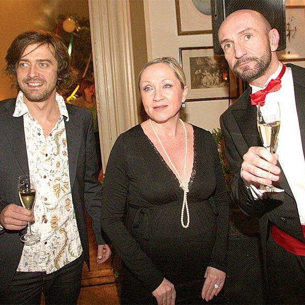 Basiková dorazila na výročí restaurace s manželem Petrem Polákem, společnost jim dělal majitel Pálffy Paláce Roman Řezníček.