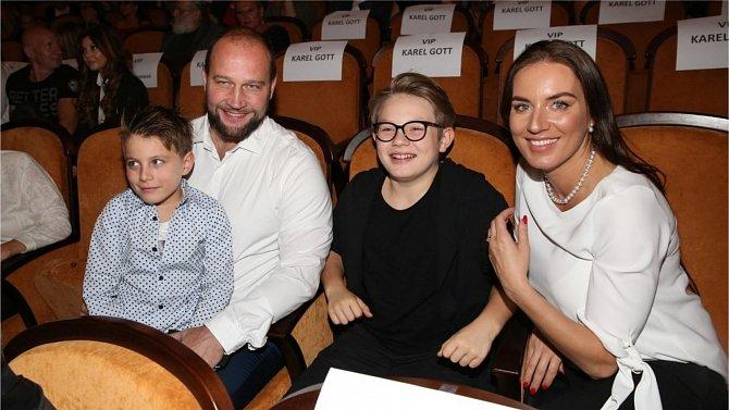 Lucie Šlégrová a její manžel Jiří Šlégr tvoří spokojenou rodinu, do níž patří i Luciini synové z prvního manželství.