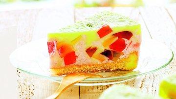 Barevný želé dort udělá radost dětem i dospělým.