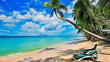 Nádherně bílý písek,  průzračné moře avšudypřítomné palmy. Barbados zkrátka představuje klasický karibský ráj.