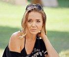 Lucie Vondráčková už je nějaký čas sama. Od chvilky, kdy Tomáš Plekanec oznámil, že s jejich vztahem je konec, věnuje se zpěvačka více péči o syny, než hledání nové lásky. Proč se uzavřela do sebe?