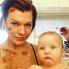 Zkrvavená maminka se jen tak nevidí...