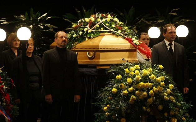 Rozloučení sJiřinou Jiráskovou ve Vinohradském divadle