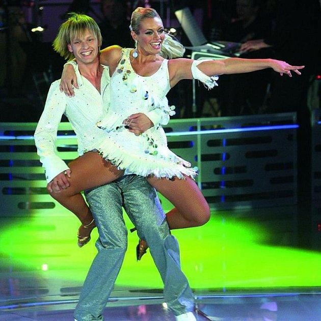 Petr Pik zaujal veřejnost v roce 2007 coby partner Lucie Borhyové v show Bailando, dokonce se po skončení soutěže objevily spekulace, že spolu mají milenecký poměr.