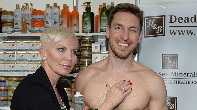 Kateřina Kornová flirtovala se sexy modelem.