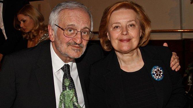 Skutečné rodinné zázemí našel až u své manželky Magdy Vášáryové.