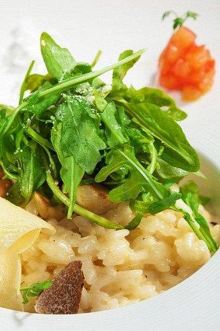 Rýže sparmskou šunkou, nebo bez šunky, potěší všechny jedlíky.