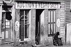 Ačkoli občanská válka v Americe skončila v roce 1865 (šílené, že ještě v roce 1861 existovalo otroctví), ještě v roce 1868 byly k nalezení obchody s černochy, jako tento.