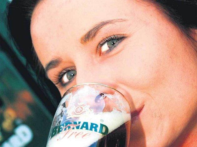 Lucii Jakoubkové nealkoholické polotmavé pivo Jantar evidentně chutnalo.