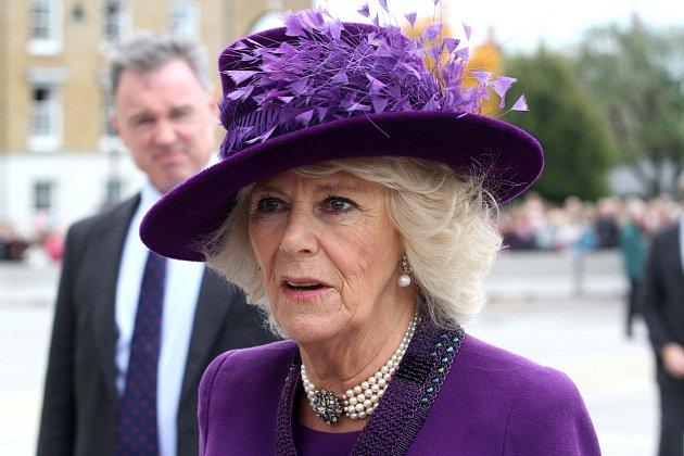 Camilla je rozhodnutá zvrátit rozhodnutí královny tak, aby nakonec přece jen na trůn usedla ona sCharlesem.