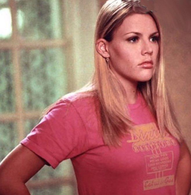 Audrey je holka z Los Angeles, je bláznivá a na vysoké se sestěhovává s Joey. Mají na sebe dobrý vliv, Audrey se po boku upjaté dívky poněkud zklidní a Joey naopak pookřeje a je otevřenější. Nakonec skončí s Paceym.