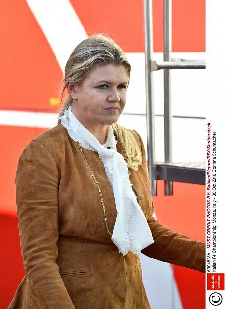Corinna Schumacher si osyna dělá starosti.