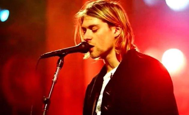 Kurt Cobain, ten, kdo dal jméno stylu Grunge. Trpěl depresemi a ve dvaceti sedmi letech zemřel.