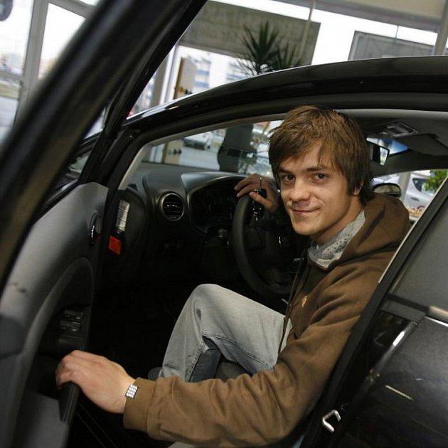 Známý herec Jiří Mádl převzal v CB auto České Budějovice automobil Seat Leon k ročnímu používání.