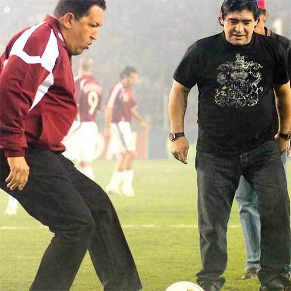 S venezuelským prezidentem Chávezem (vlevo) při slavnostním výkopu.