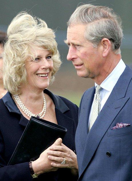Princ Charles smanželkou Camillou.