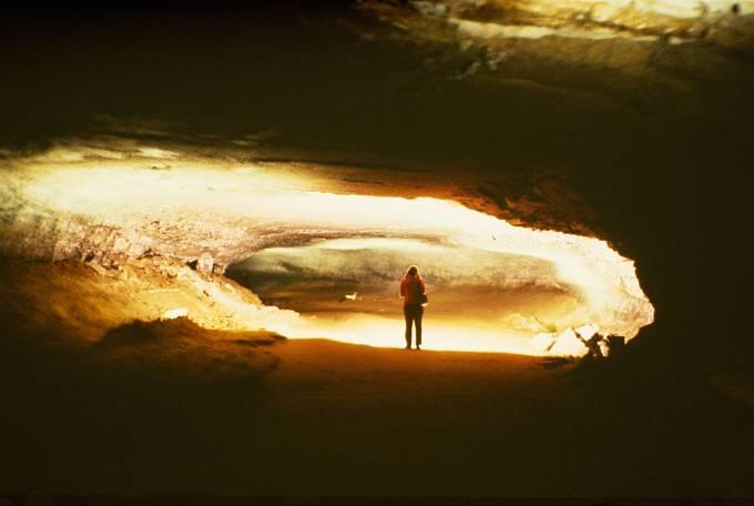 Každé podzemí je samo osobě trochu strašidelné. Ato se ještě někde potulují přízraky mrtvých.