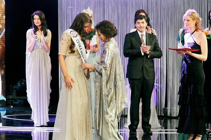 Tehdy předávala cenu České Miss Tereze Chlebovské.