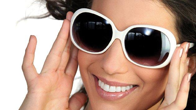 Jak vybrat ty správné sluneční brýle? Podle tvaru obličeje!