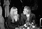 30 let: První manžel John Derek ji donutil kvěcem, které jí ještě dlouho porozvodu dělaly vrásky načele.