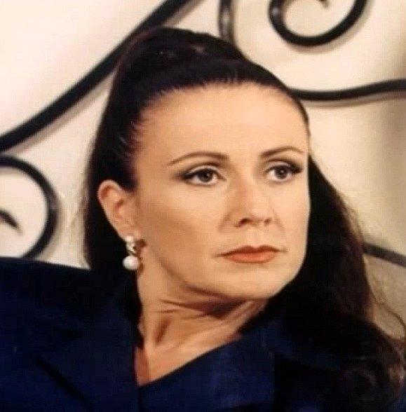 Fatima je švagrová Rodolfa a Blancy (měla za manžela Rodolfova bratra). Snaží se svou dceru nacpat José Armandovi, kvůli penězům rodiny Piñeralových. Je zlá, ale později se z ní stává hodná žena, která pomáhá pravé lásce.