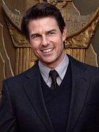 Fešáckého Mavericka si zahrál Tom Cruise. Toho známe také ze snímků Mission: Impossible a dalších filmů. Tom je vášnivý scientolog a obětuje církvi mnoho času a peněz.