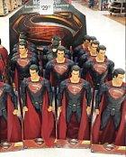 Hledejte který superhrdina je jiný.