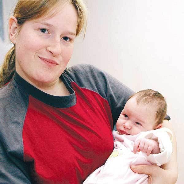 Dagmar Němcová má kvůli klešťovému porodu postiženou dceru. Třikrát denně s ní rehabilituje a s hrůzou čeká až bude Sašence rok. Teprve pak se ukáže, jak moc kleště její mozek poškodily.