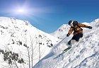 Většina lyžařů si ve volném terénu pořizuje podobně dechberoucí fotografie.