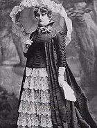 Mattie Silks, která byla jednou z nejznámějších madam. Vlastnila bordely v Kansasu a Coloradu, kde pro ni pracovalo více než 600 žen.