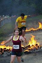 Co na tom, že se běží přes hořící překážky...