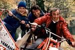 Kaskadérským kouskům se nevyhýbal ani vefilmu Drsný chlapík (1983).