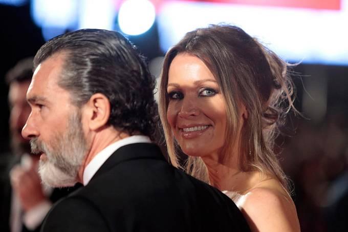 Banderas se svou partnerkou Nicole Kempelovou.