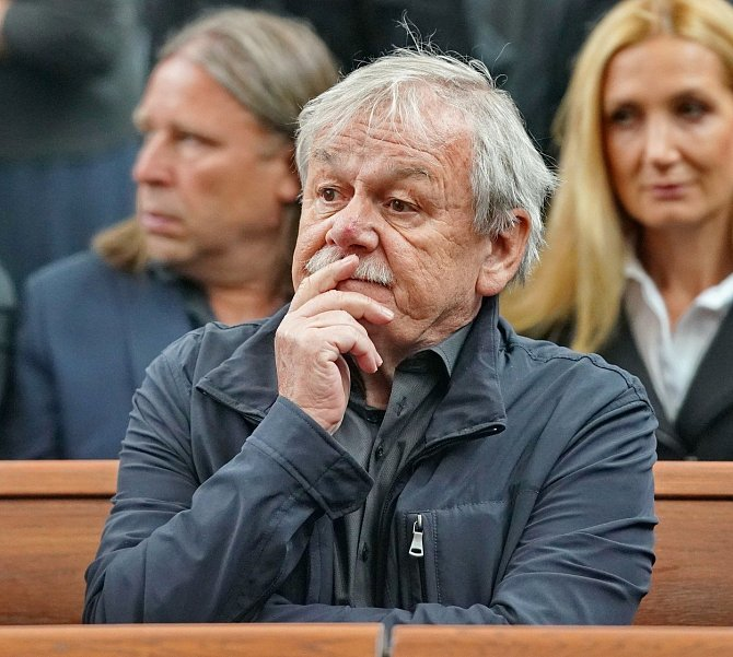 Karel Šíp nemůže pochopit myšlenkové pochody svého kamaráda.