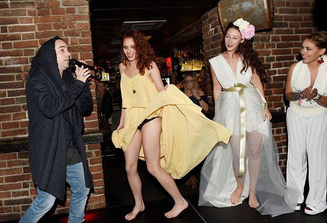 Denisa Nesvačilová se v návalu tanečních emocí rozparádila.