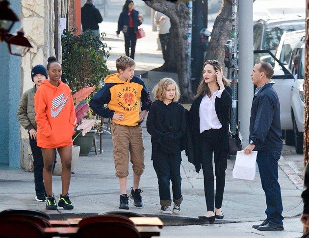 Angelina Jolie a děti