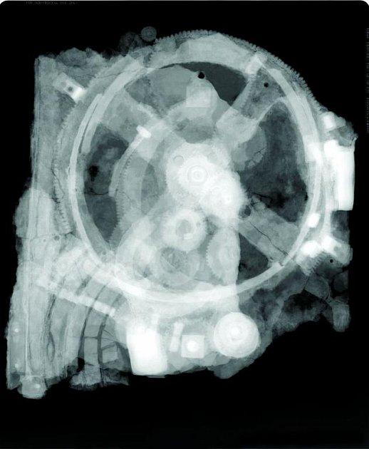 Starožitnost přístroje odhalil až rentgen.