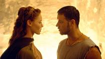 Connie Nielsen a Russel Crow před dvaceti lety.