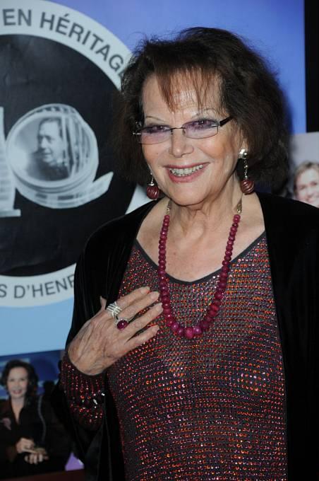 Takhle se legendární italská herečka objevila minulý týden v Paříži.