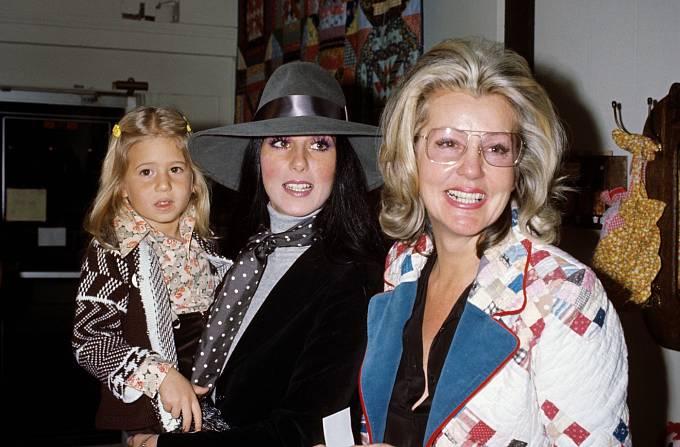 26 let: Tři generace pěkně pohromadě. Cher smatkou adcerou.