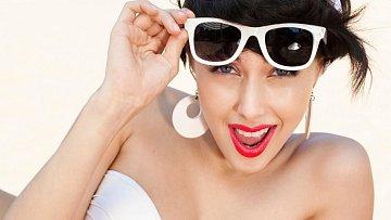 Oči jsou na UV záření velice háklivé. Víte, jak je chránit?