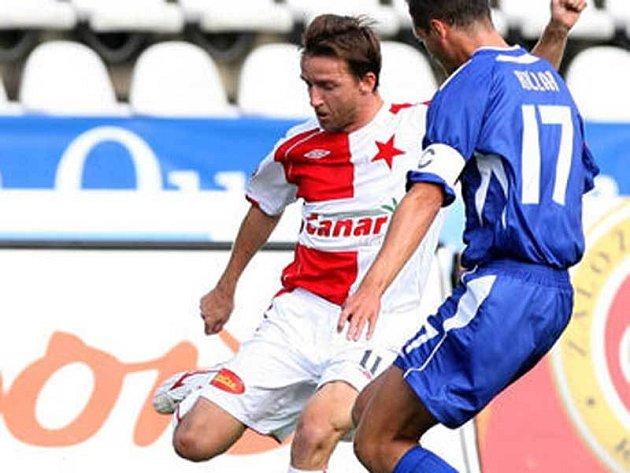 Vladimír Šmicer hodně zlobil kladenského stopera Killara a také dal z penalty svůj první gól v dresu Slavie.