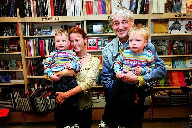 Partnerka Dlouhého Petra Jungmanová zůstala na výchovu čtyřletých dvojčat Honzy a Jiřího sama.