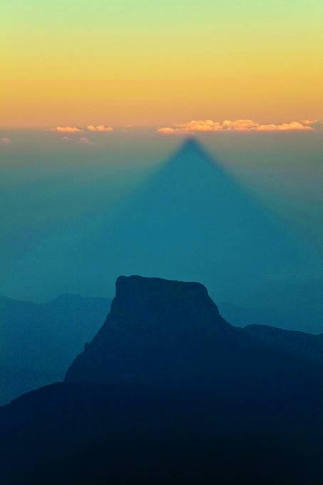 Proč hora vrhá špičatý stín, to se dosud nepodařilo vysvětlit.
