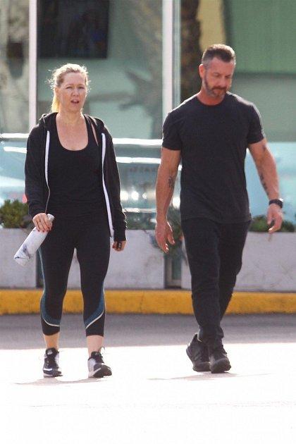 Jennie Garth má nejspíš pletky se svým trenérem.